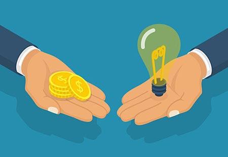 Zwei Hände mit Glühbirne und Geldstücken, illustriert