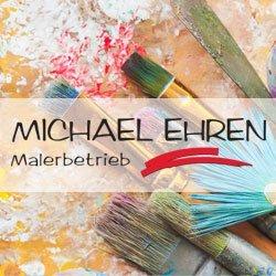 Bunte Pinsel auf Leinwand, im Vordergrund das Logo von Maler Ehren