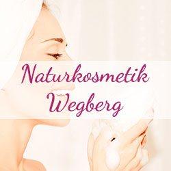 Frau wäscht sich mit Schaum die Hände, Banner von Naturkosmetik Wegberg im Vordergrund