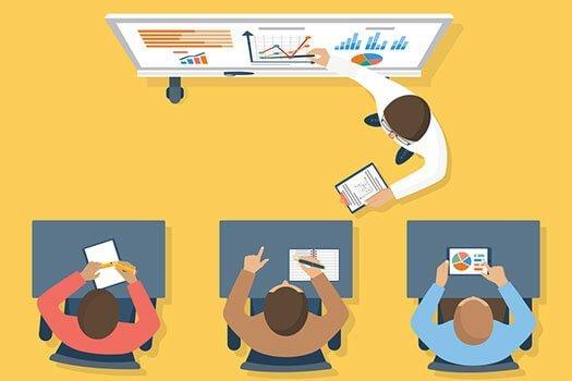 Eine Person erklärt einige Charts an einem Whiteboard drei Mitarbeitern, illustriert