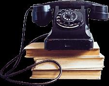 Retro Telefon auf drei Büchern