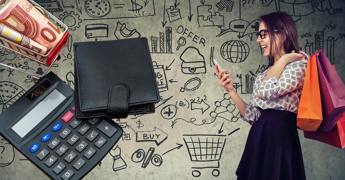 Was kostet ein Onlineshop Beitragsbild Frau mit Smartphone in der Hand, im Hintergrund viele Symbole und Geldbeutel, Taschenrechner und Geldscheine